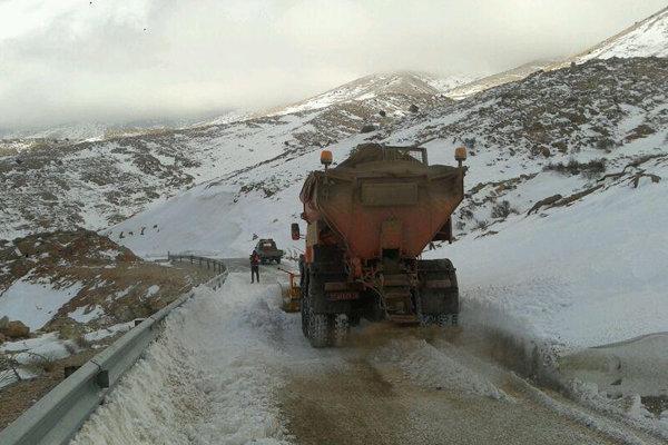 اتمام عملیات برفروبی محورهای اصلی، پاکسازی جاده روستاها ادامه دارد