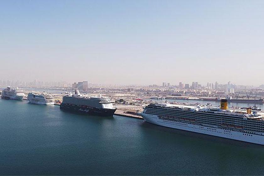 چهار کشتی کروز بسیار بزرگ به صورت همزمان به بندر رشید دبی رسیدند