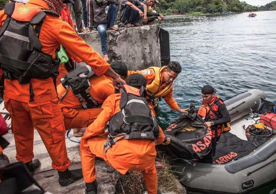 11 کشته و ناپدید در پی آتش سوزی کشتی در اندونزی