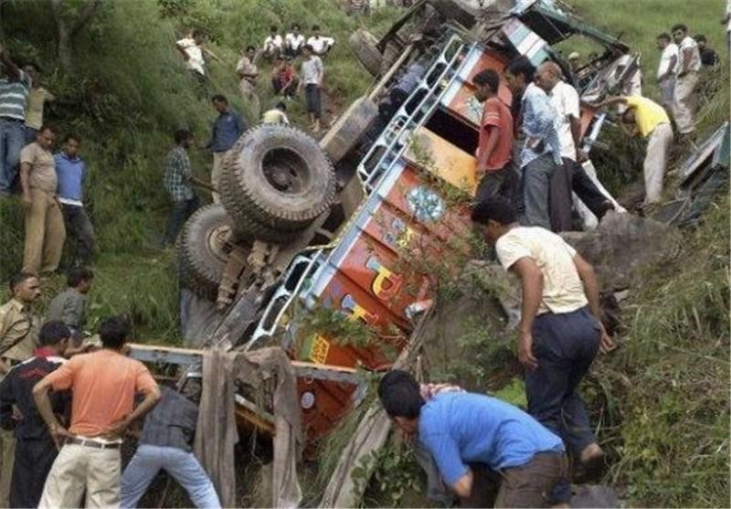 6 کشته و 3 زخمی در حادثه سقوط یک اتوبوس توریستی در اندونزی