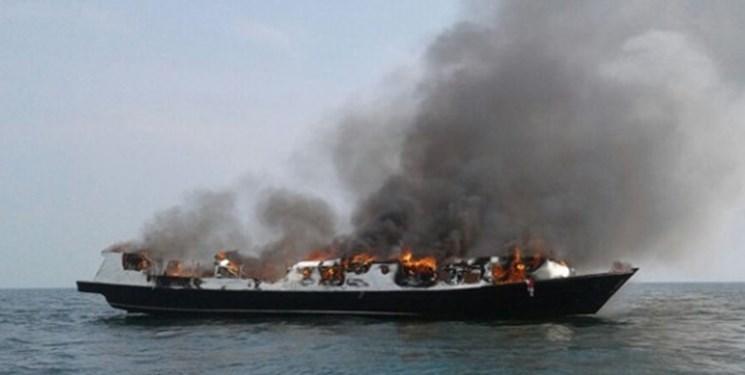 یک کشتی مسافربری در اندونزی طعمه حریق شد