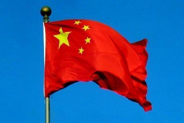 پرچم کشور چین هنگام اهدای مدال شنا سقوط کرد!