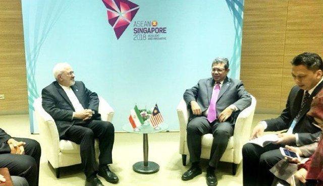 رایزنی ظریف با همتایان مالزیایی و ویتنامی خود در سنگاپور