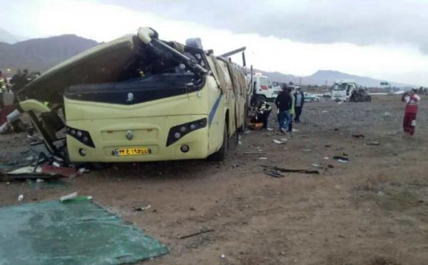 خبرنگاران واژگونی اتوبوس در محور آرادان به سرخه یک فوتی و 17مصدوم داشت